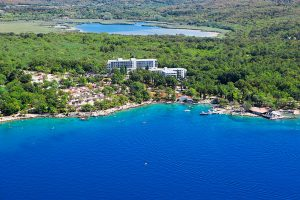 Hrvatska, otok Krk, Njivice, Hotel Beli Kamik