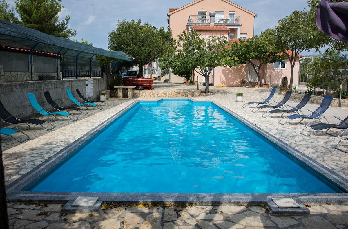 Hrvatska, Srima, Pansion i mobilne kućice Bonaca