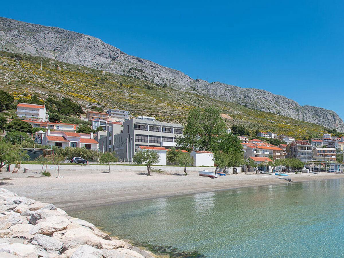 Hrvatska, Duće (Omiš), Hotel Nestos