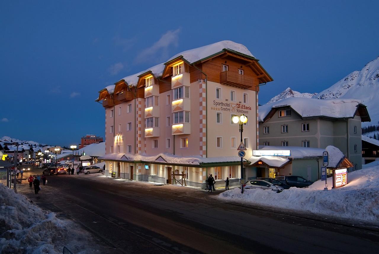 Passo Tonale_ Sport hotel Vittoria